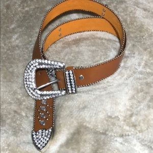 NWOT!! Beautiful faux leather belt!!